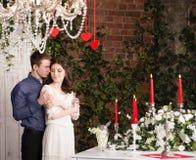 Valentine, amour et relations Tendresse Jeunes couples, amie et ami Photographie stock libre de droits