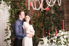 Valentine, amour et relations Tendresse Jeunes couples, amie et ami Image stock