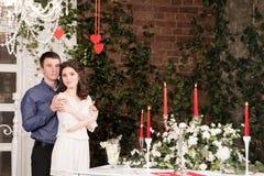 Valentine, amour et relations Tendresse Jeunes couples, amie et ami Image libre de droits
