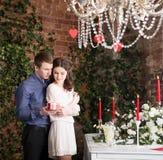 Valentine, amour et relations Tendresse Jeunes couples, amie et ami Photos stock