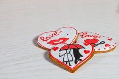 Valentine-cake in hartvorm voor de dagviering van Valentine ` s Royalty-vrije Stock Afbeelding
