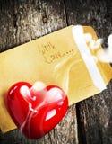 Valentine Card con la lettera e la candela aromatica Immagine Stock