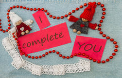 Valentine, carte de voeux avec les couples de tricotage en l'amour et le rouge soit Photos libres de droits