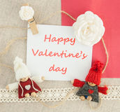 Valentine, carte de voeux avec les roses blanches, coeur de goupille, a tricoté le lo Photographie stock libre de droits