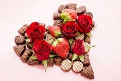 Valentine Chocolates Arranged in der Herz-Form Lizenzfreies Stockfoto