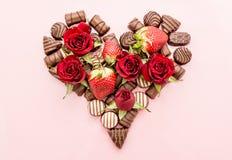 Valentine Chocolates Arranged nella forma del cuore Fotografie Stock Libere da Diritti