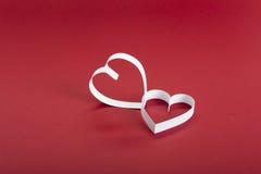 Valentine, coeur blanc sur un fond de chocolat Photographie stock