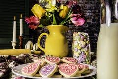 Valentine Cookies y botella de leche Fotografía de archivo libre de regalías
