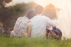 Valentine Couple no lago Imagem de Stock Royalty Free