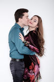 Valentine Couple Stående av att le skönhetflickan och hennes Handso Arkivbild