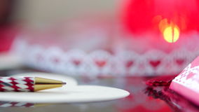 Valentine d'écriture avec le stylo rouge le jour de valentines banque de vidéos