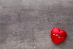 Valentine-dag Rood hart op de donkere raad Stock Afbeeldingen