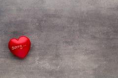 Valentine-dag Rood hart op de donkere raad Stock Foto