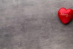 Valentine-dag Rood hart op de donkere raad Stock Afbeelding