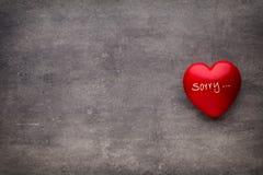 Valentine-dag Rood hart op de donkere raad Royalty-vrije Stock Afbeelding