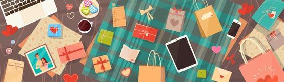 Valentine Day Gift Card Holiday decorou a opinião de ângulo superior do espaço da cópia da mesa do espaço de trabalho ilustração stock