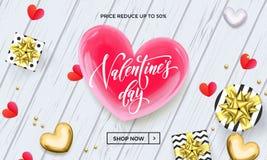 Valentine Day-Verkaufsfahne oder Grußkarte von roten und goldenen Herzen, von Geschenken und von Kalligraphie simsen auf weißem h Lizenzfreie Stockbilder