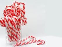 Valentine de coeurs de sucrerie avec le verre de la sucrerie Photo stock