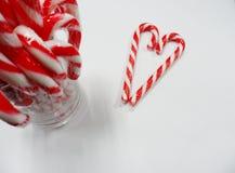 Valentine de coeurs de sucrerie avec le verre de la sucrerie Photographie stock libre de droits