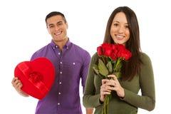 Valentine: De vrouw houdt Boeket van Dozijn Rozen Stock Afbeelding