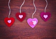 Valentine dnia serce na drewnianym tle tonował z retr Fotografia Royalty Free