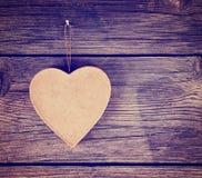 Valentine dnia serce na drewnianym tle tonował z retr Obrazy Stock