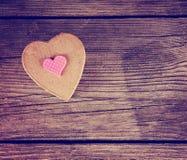 Valentine dnia serce na drewnianym tle tonował z retr Zdjęcie Royalty Free