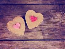 Valentine dnia serce na drewnianym tle tonował z retr Obraz Stock