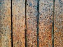 Valentine en bois colorée de fond de fleur de coeur de table colorée de vert bleu de ciel bleu de barrière Photos libres de droits