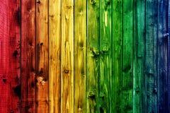 Valentine en bois colorée de fond de fleur de coeur de table colorée de vert bleu de ciel bleu de barrière Images libres de droits