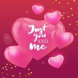 Valentine&#x27 feliz; la mano del día de s dibujada cepilla las letras con la sombra larga, aislada en fondo rojo rico Perfeccion stock de ilustración