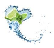 Valentine Heart de la menta, del hielo y de la cal del chapoteo del agua Fotografía de archivo
