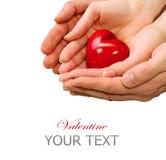 Valentine Heart en manos del hombre y de la mujer Foto de archivo libre de regalías