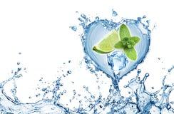 Valentine Heart från vattenfärgstänkmintkaramellen, is och limefrukt arkivfoton