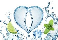 Valentine Heart från den vattenfärgstänk, mintkaramellen, is och limefrukt Royaltyfri Foto