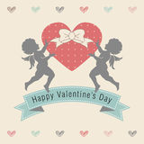 Valentine Heart med två Silhouetted kupidon Vektor Illustrationer