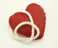 Valentine Heart und Perlen Lizenzfreie Stockbilder