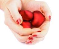 Valentine Hearts in den Händen Stockfoto