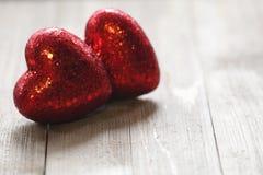 Valentine Hearts op een Houten achtergrond stock fotografie