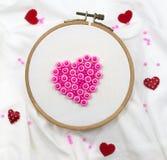 Valentine Hearts sur le cercle de broderie Photographie stock libre de droits