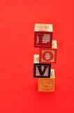 Valentine& x27 ; jour de s Amour écrit avec les blocs colorés d'alphabet Image libre de droits