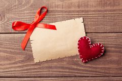Valentine Letter vide sur le fond en bois Image libre de droits