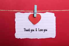 Valentine Note Paper Hanging On linje royaltyfri bild