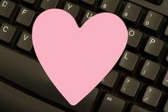 Valentine Postit Note på tangentbordet Arkivfoton