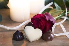 Valentine Rose und Schokoladen Lizenzfreie Stockfotos