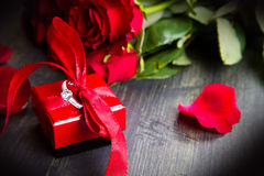 Valentine's day Red roses and gift box Stock Photography