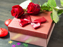 Valentine' s Day Romantic Present and Roses Royalty Free Stock Images