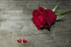 Valentine s'est levé avec deux coeurs Photos stock