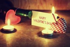 Valentine& x27 κρασί κεριών ημέρας του s Στοκ Φωτογραφία