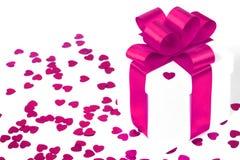valentines d'isolement par cadeau de jour blancs Photos libres de droits